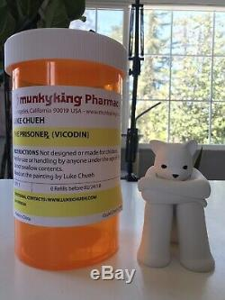 Luke Chueh Signé Prisonnier XL Figure Ours Vicodin Munky Roi Vinyle Imprimer Kaws